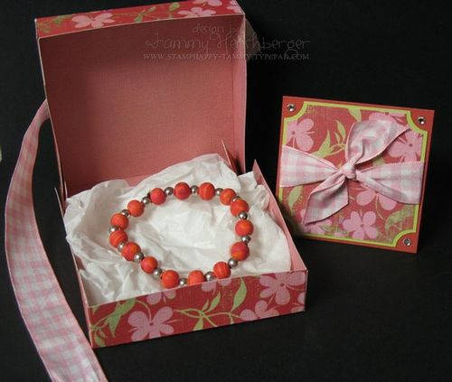 Pizza box with bracelet